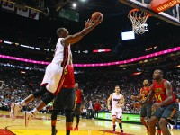 Miami Heat's Chris Bosh goes to the basket to score two points during the fourth quarter on Sunday, Jan. 31, 2016, at AmericanAirlines Arena in Miami. (Hector Gabino/El Nuevo Herald/TNS)